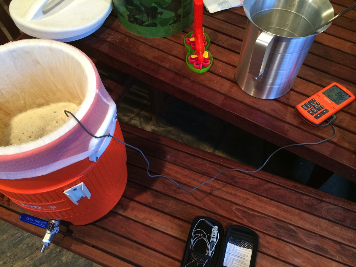 Mash tun with thermometer
